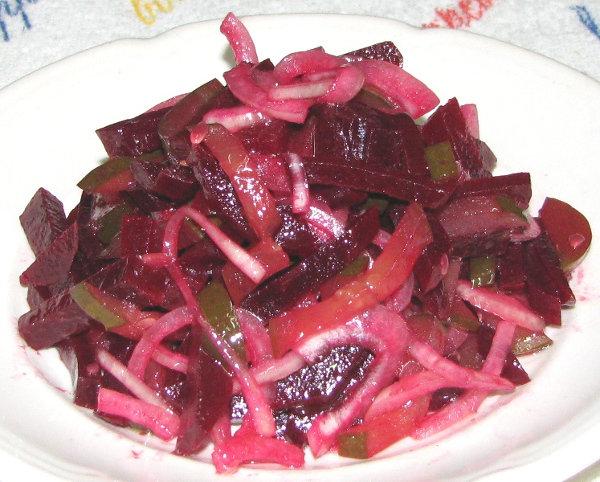 Салат со свеклы и соленым огурцом