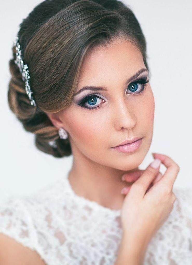 Прическа на круглое лицо на свадьбу
