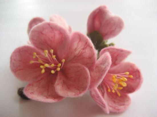 Сухое валяние из шерсти. цветы