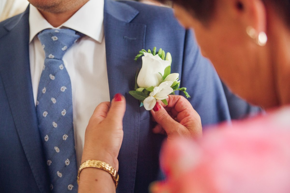 Бутоньерки на свадьбу жениху фото