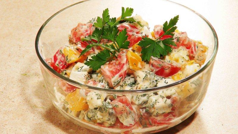 Салат из помидор с сыром с