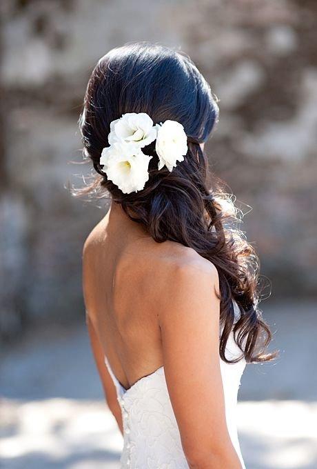Прически невест с цветами в волосах