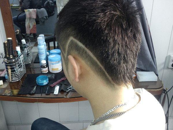 Как выстричь полоски на стрижке