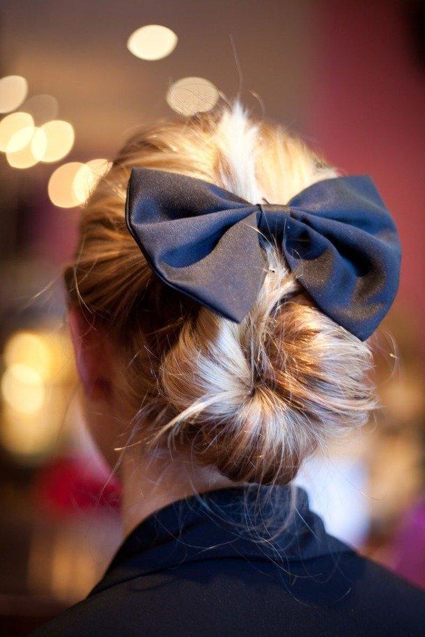 Фото девушек с причёской бант