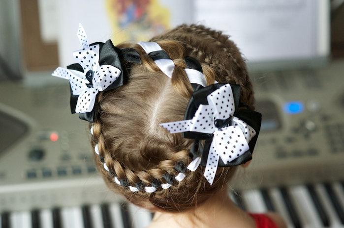 Прически с бантом на 1 сентября короткие волосы