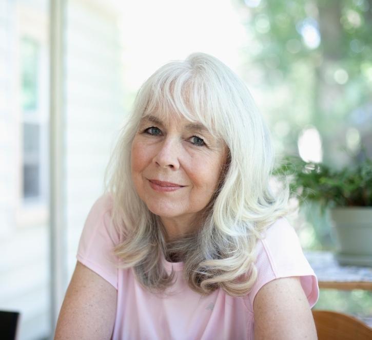 Прически для пожилых женщин из длинных волос