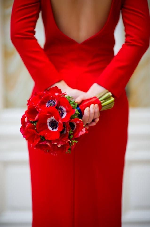Букет к красному платью
