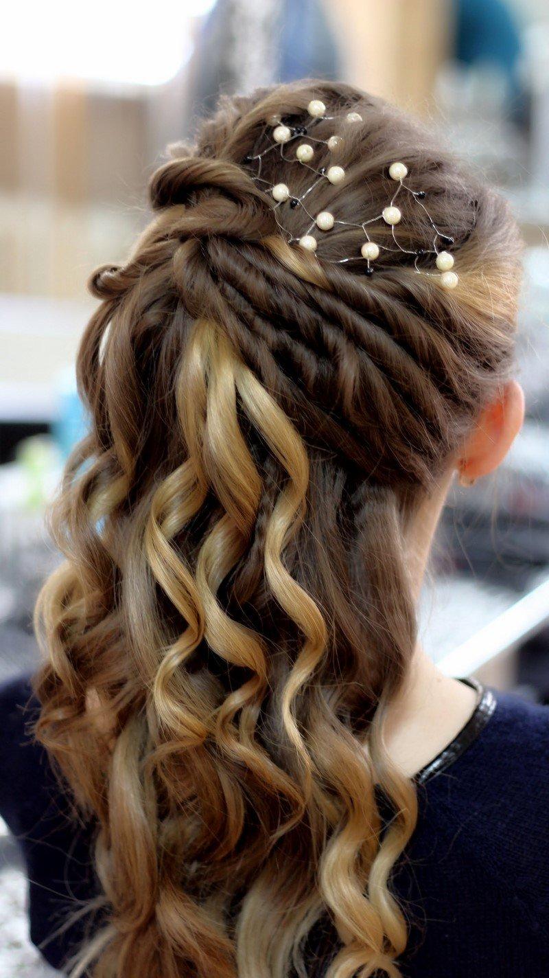 Причёски для девушек на выпускной фото