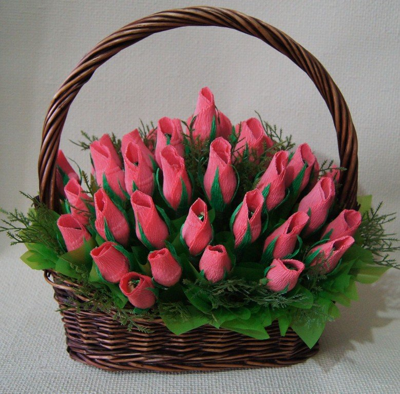 Цветы из конфет в корзинке своими руками пошаговое фото