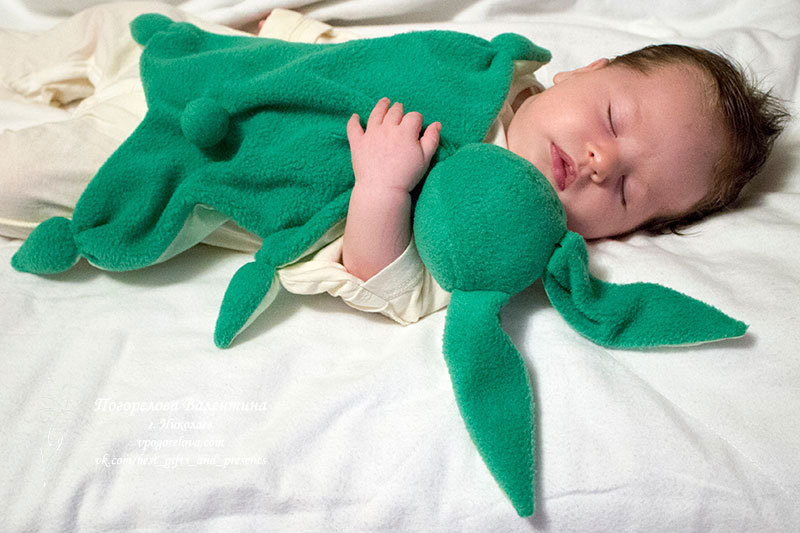 Игрушка новорожденному своими руками