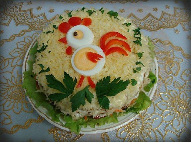 Украсить салат в год петуха