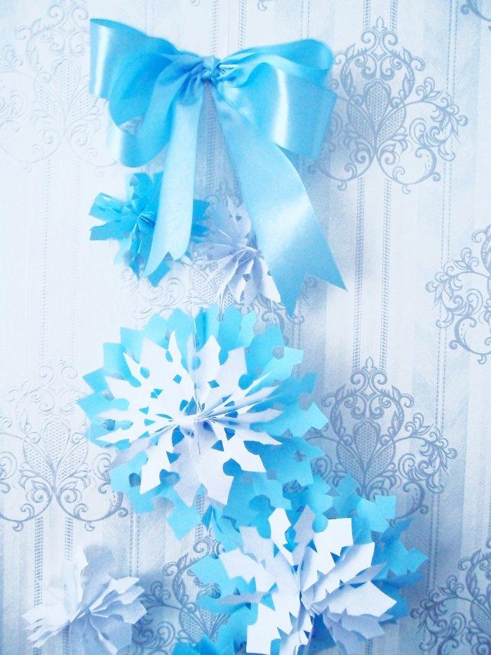 Как сделать гирлянду из бумаги снежинку