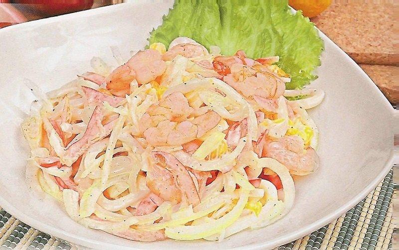 Салат с кальмарами крабовыми палочками креветками рецепт с очень вкусный