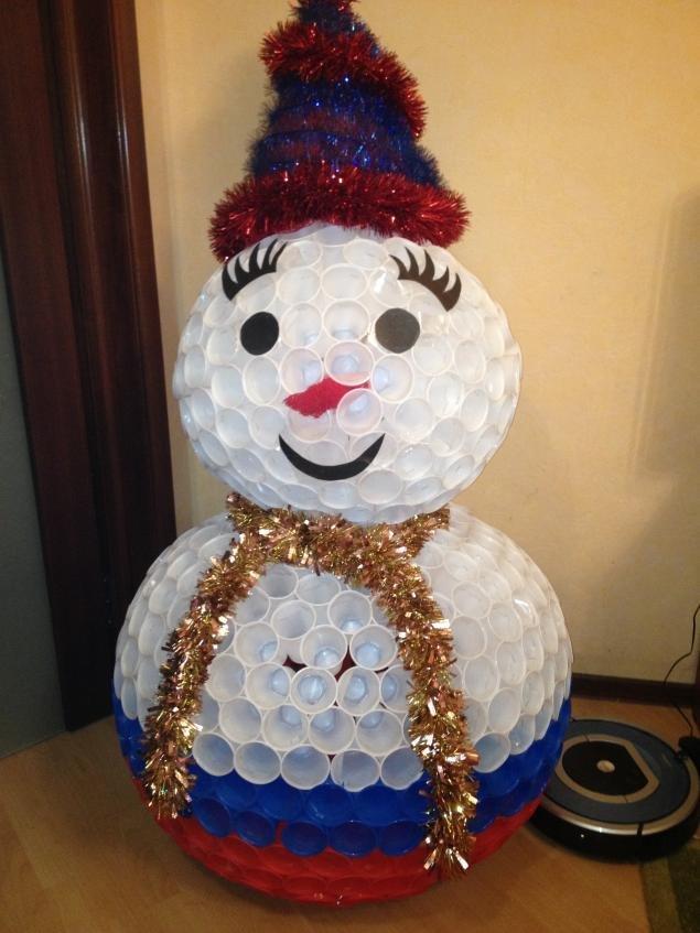 Из пластиковых стаканчиков своими руками снеговик 489
