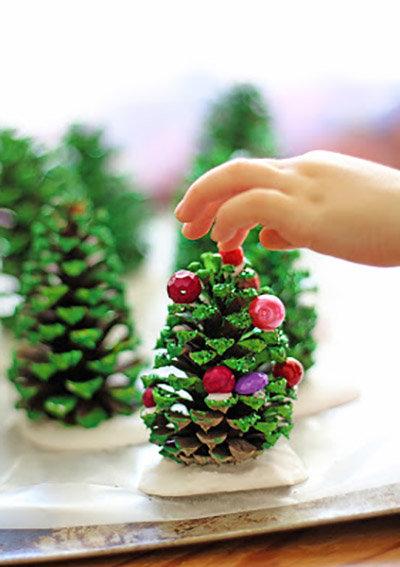 Поделка из шишки в детский сад новый год