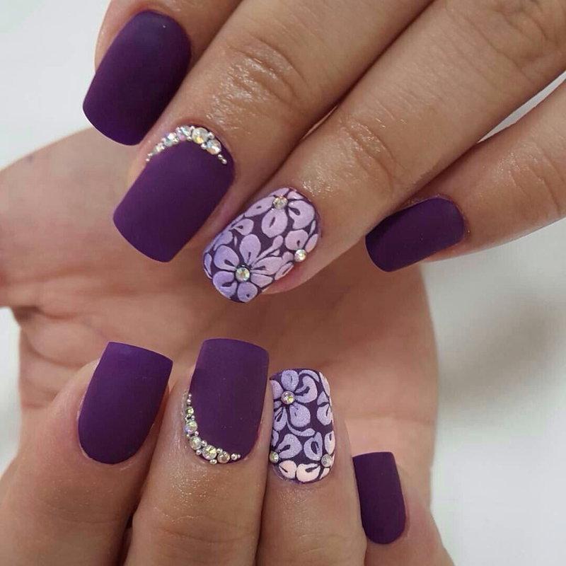 Дизайн ногтей матовый со стразами