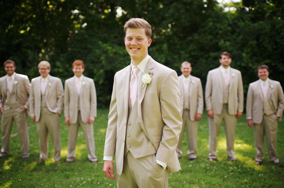 Костюмы для свидетелей на свадьбу фото