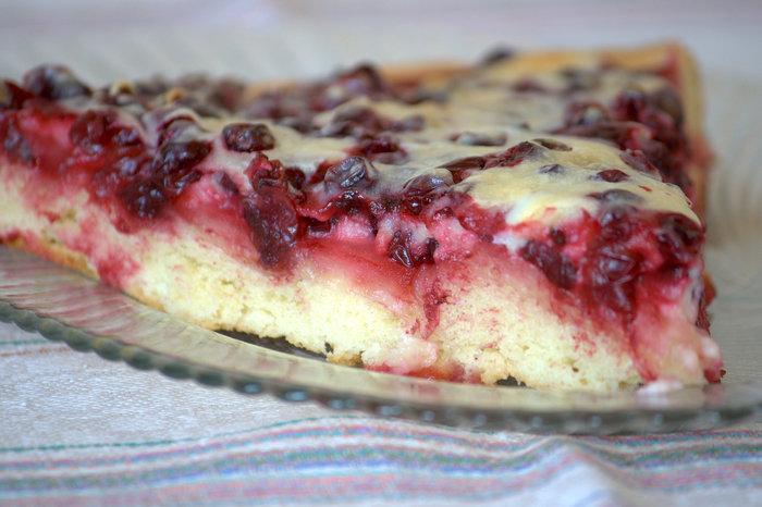 Бисквитный пирог с брусникой и сметаной рецепт с пошаговым фото