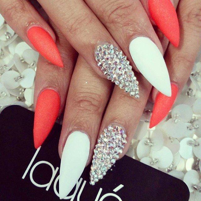 Фото красивого маникюра на длинных ногтях