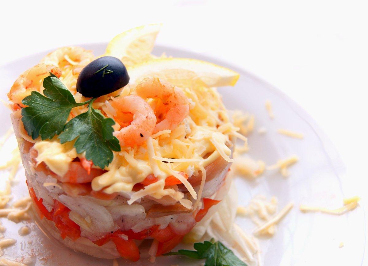 Салат с сёмгой и кальмарами рецепт
