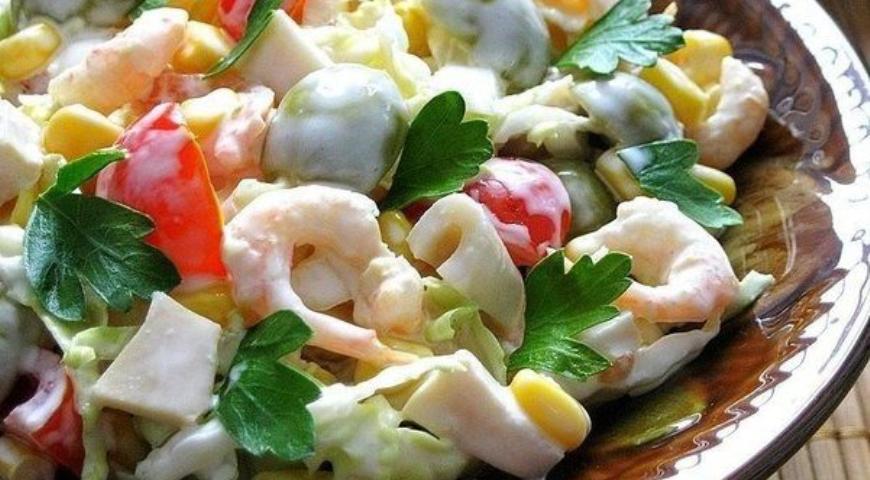 Рецепт салата с креветками и кукурузой