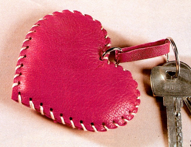 Брелок в виде сердечка своими руками