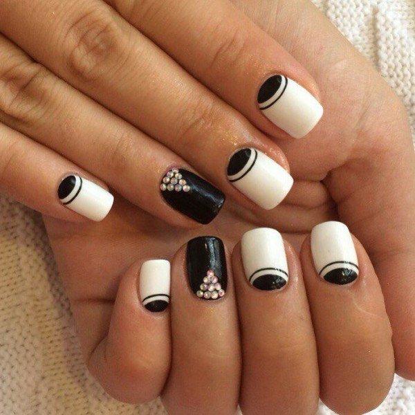 Дизайн ногтей в чёрно-белом цвете