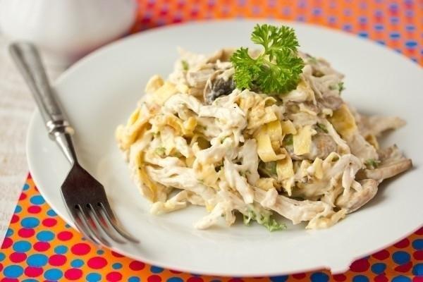 Салат с кальмарами и грушами