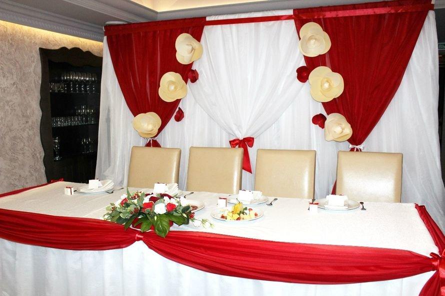 Украшения зала на свадьбу своими руками в красном цвете 25
