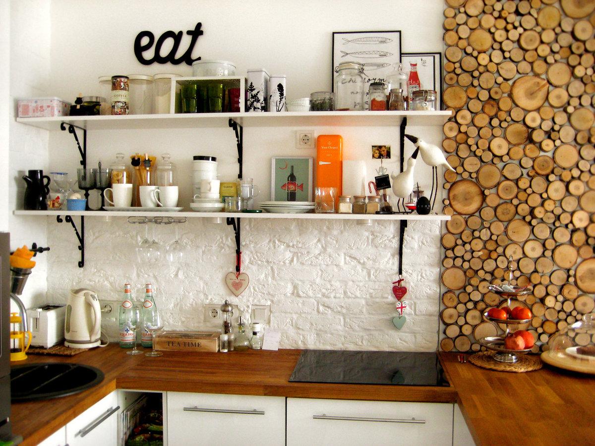 Декорировать стену кухню своими руками