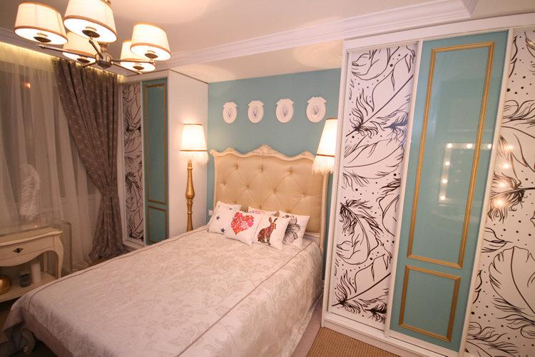 Дизайн спальни шкаф за кроватью
