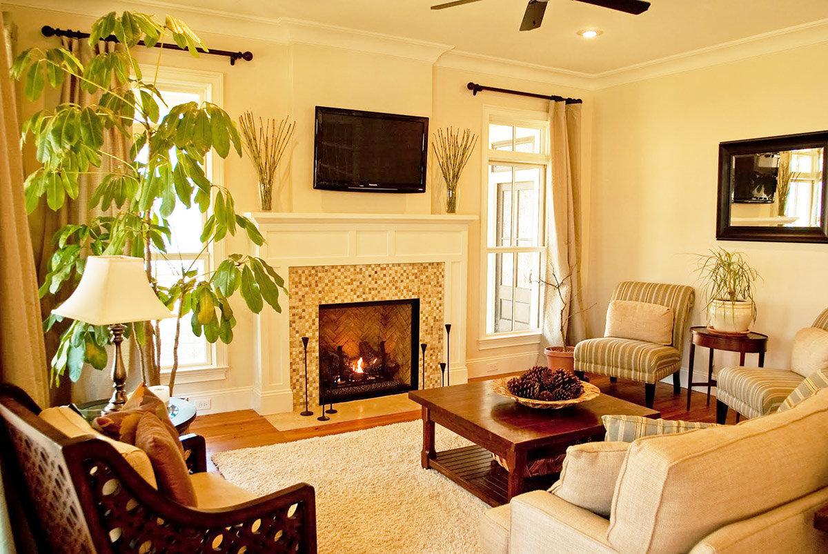 Ремонт гостиной с камином своими руками 73