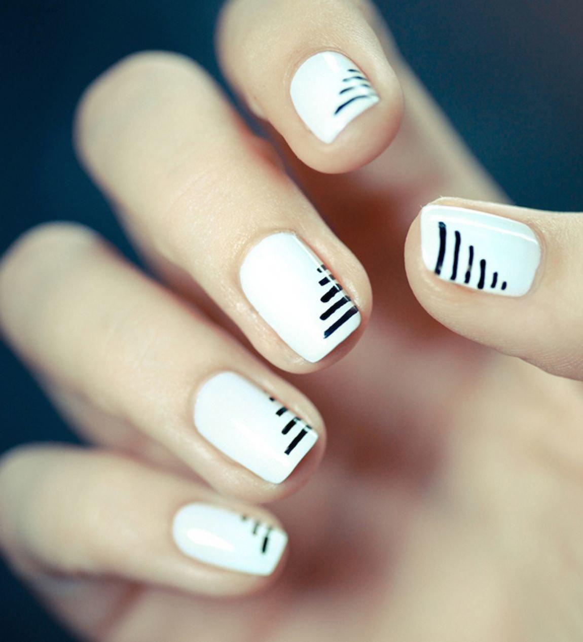 Белые линии на ногтях фото