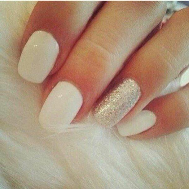 Дизайн ногтей серебристыми блестками на одном ногте