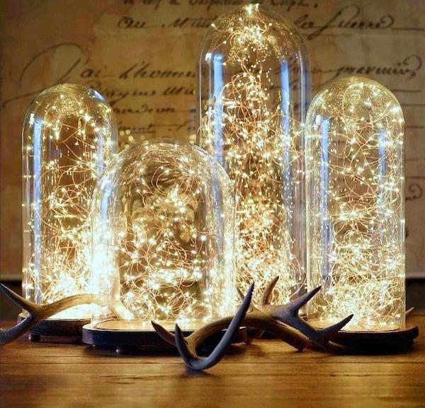 Ну какой же новогодний декор без праздничных огоньков гирлянд! Тут стоит напомнить о том, что их можно использовать не только дл