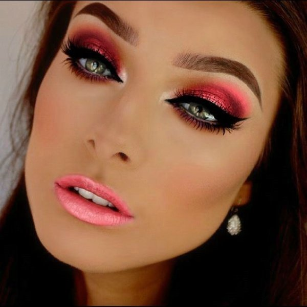 Фото макияж со стрелками для брюнеток