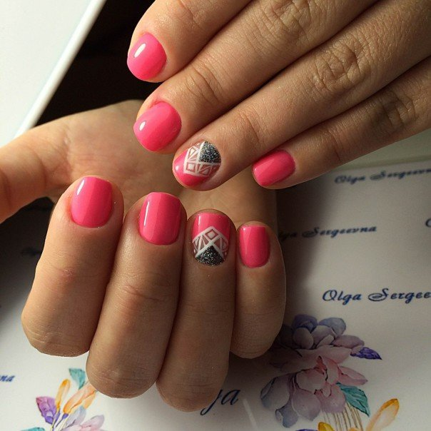 Варианты красивого маникюра на коротких ногтях