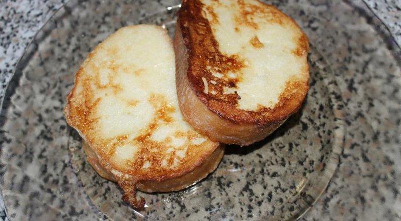 Батон в яйце жареный с фото