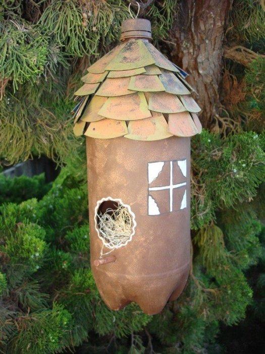 Домик для птиц из бутылок своими руками