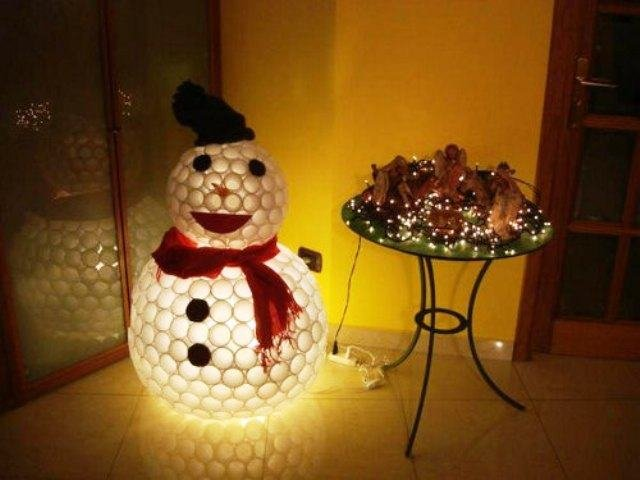 Из пластиковых стаканчиков своими руками снеговик 446