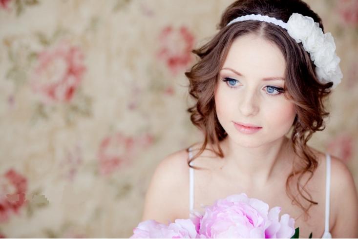 Свадебная причёска на средние волосы круглое лицо