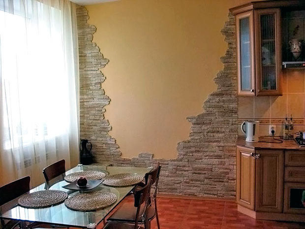 Интерьере кухни с камнями на стенах