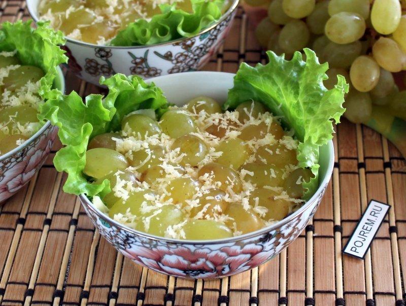 Салат из курицы и грецкими орехами и виноградом рецепт с