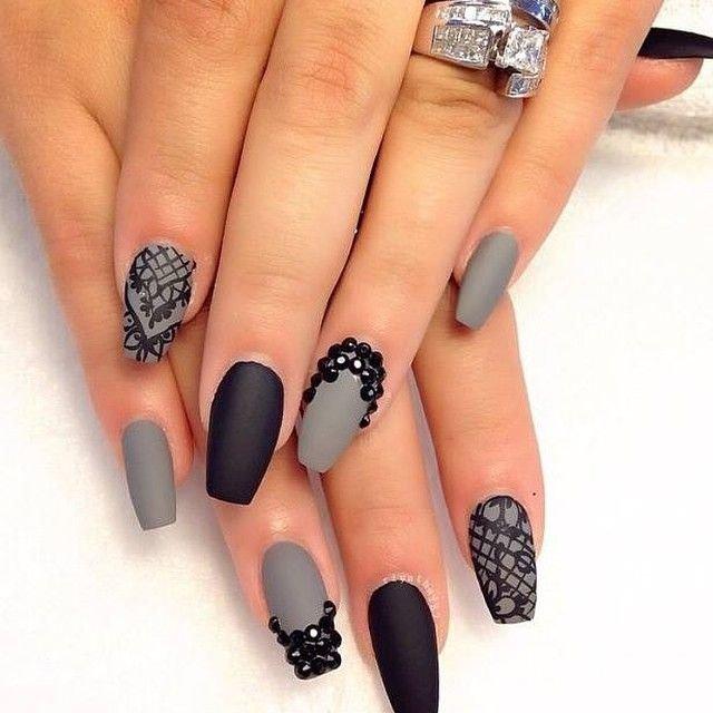 Черно серый рисунок на ногтях