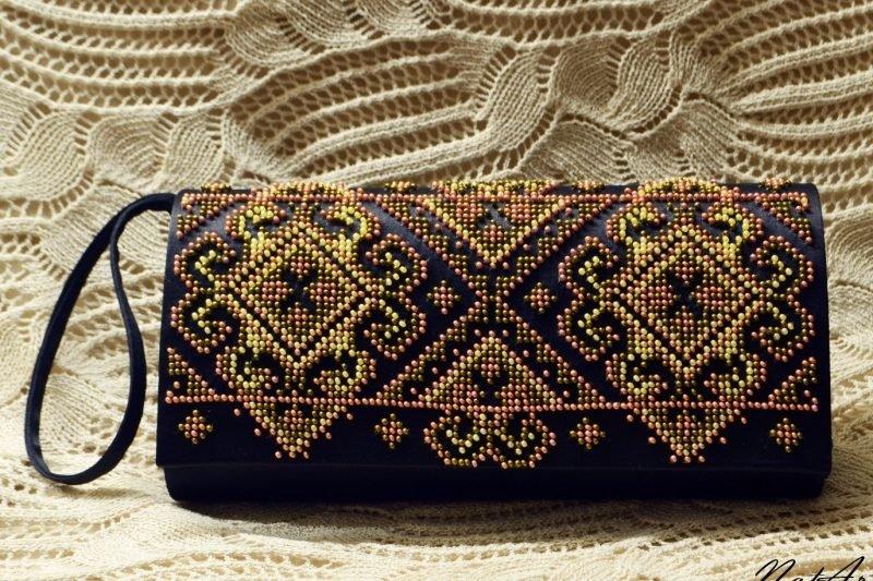 Сумка-клатч с вышивкой бисером 734