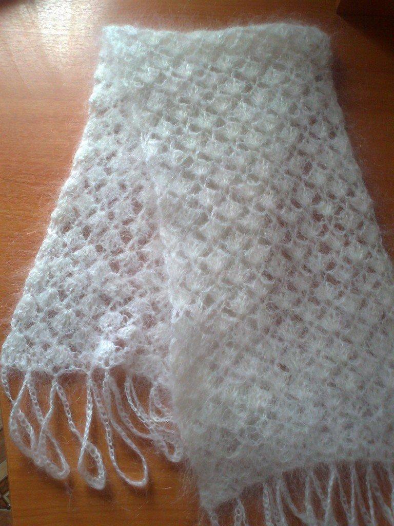 Белый шарф крючком
