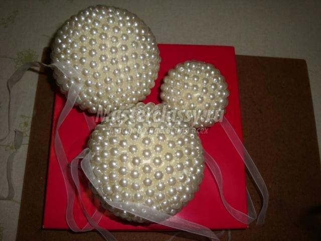 Елочные шары своими руками из пенопластовых шаров 31