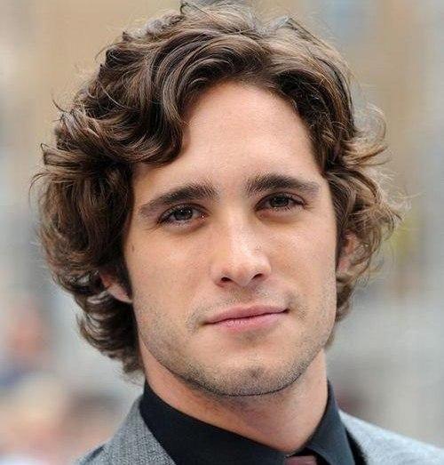 Варианты мужских причесок для вьющихся волос