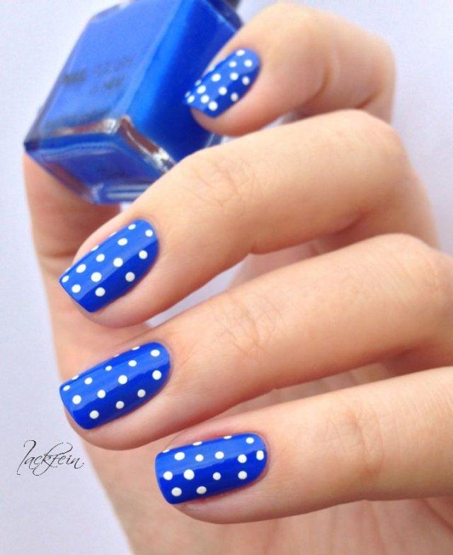 Фото ногтей с синим лаком