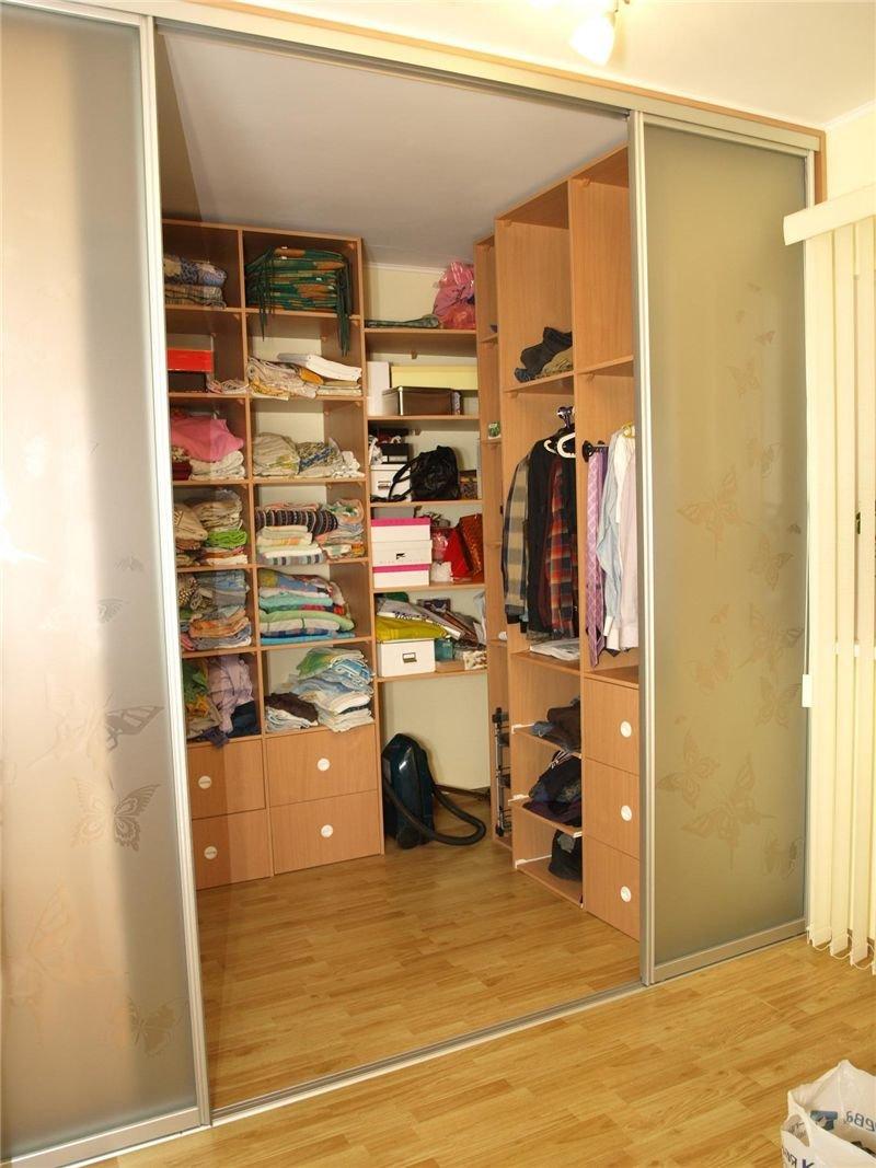 Маленький встроенный шкаф своими руками 69